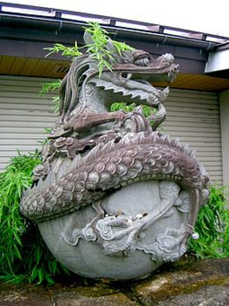 Photo of sculpture of Japanese dragon
